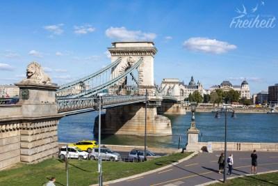 Die Kettenbrücke - sie verbindet die beiden Stadtteile Buda und Pest