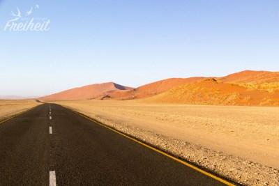 Seit 2006 führt eine Asphaltstraße durch die Dünen