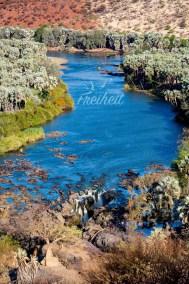 Der Epupa Wasserfall stürzt knapp 40m in die Tiefe