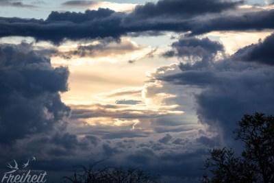 Die Wolken kündigen schon den Regen und Gewitter an