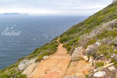 Dieser Weg führt bis zum neuen Leuchtturm - aufgrund der heftigen Böen lassen wir ihn heute lieber aus - wollen nicht den Abgrund runterrauschen