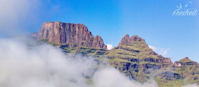 Links der Plateaugipfel des Cathkin Peak