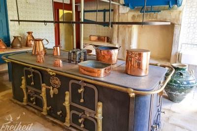 Der große Palastherd mit damals innovativer Boilertechnik für die Versorgung des ganzen Hauses mit warmem Wasser