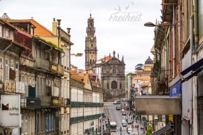 Der Torre dos Clérigos überragt mit seinen 76m Höhe das Stadtbild