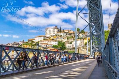 """Nur auf dem """"Unterdeck"""" der Ponte Luís I dürfen auch Autos fahren"""