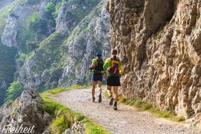 Bergläufer in der Cares-Schlucht