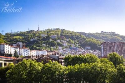 Blick zu den Hügeln Bilbaos