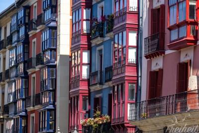...die typischen Balkone der Altstadt