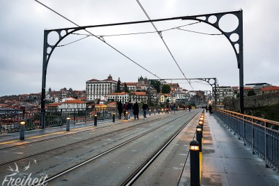 "Auf dem ""Oberdeck"" der Ponte Luís I Brücke"