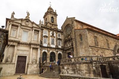 Die Kirche São Francisco ist im Inneren mit üppigen vergoldeten Schnitzereien ausgestattet
