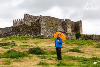 Lindoso besitzt auch noch direkt bei den alten Speichern eine Burg