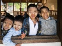 Kinder in der Light of Love Highschool