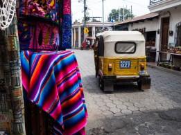Tuk Tuk und Farben in Santiago Atitlan