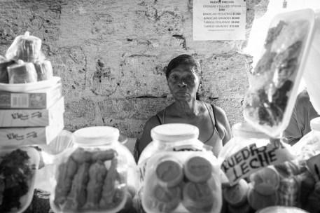 Verkäuferin in Cartagena, Kolumbien