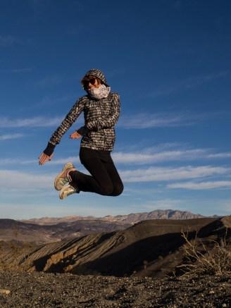 Sie: Leichte Running-Jacke von Nike, Karoschal, poralisierte Sonnenbrille von Mexiko.