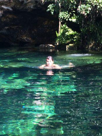 Ariel in der Cenote Cristallino