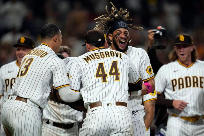 Reds and Padres go nuclear in the 9th…
