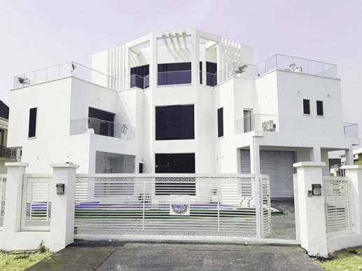 White House constructed by Guvetti