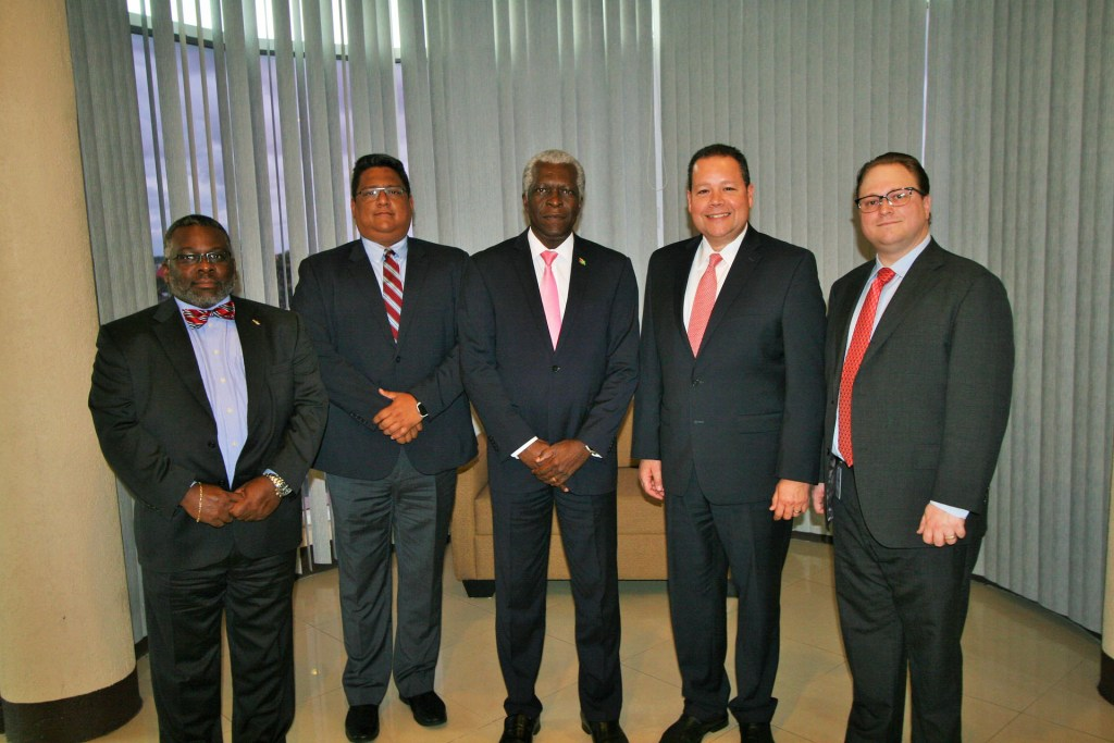 GCAA meets with American Airlines Officials
