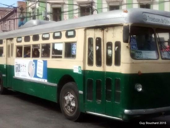 Vieil autobus électrique à Val Paraiso
