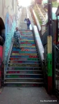 Dans un escalier de Val Paraiso