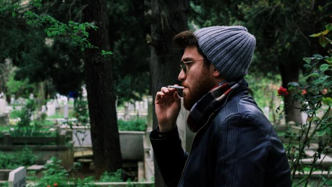 smokers less attractive man smoking