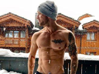 Ryan Phillippe shirtless muscular