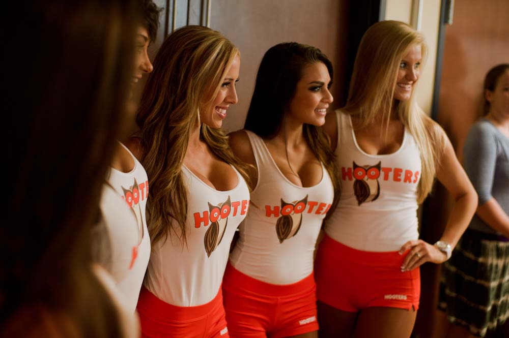 Hookup a girl that works at hooters