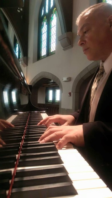 playing-piano@Harkness