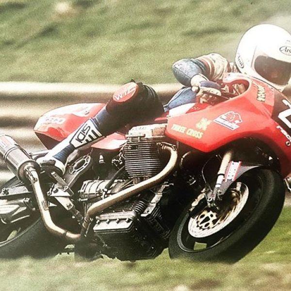 1994 Cadwell Park, RaceCo Daytona, Rider Richard Defango. #raceco #guzziracer #guzzi #motoguzzi #classicracer