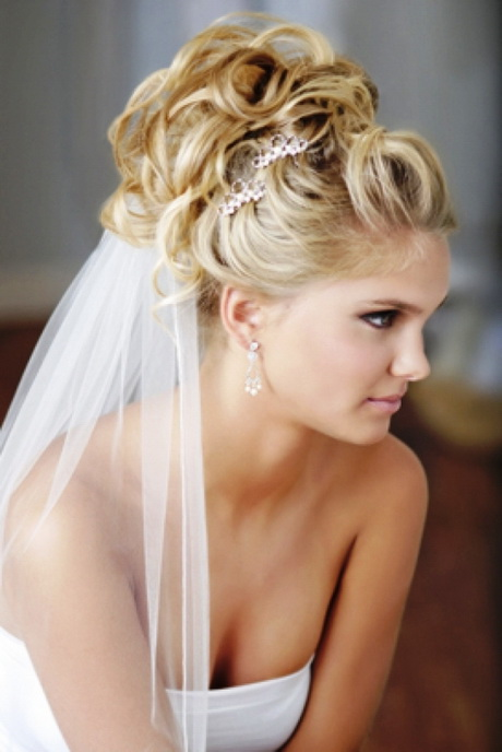 Bridal hairstyles for long hair with veil