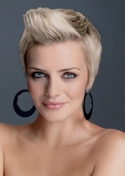 classy short haircuts women