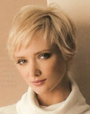 short hairstyles with center