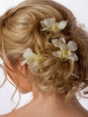 prom hairstyles with flowers
