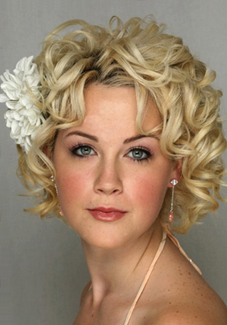 Short Cuts For Curly Hair Round Face Hylen Maddawards Com