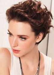 hairstyle small curly hair
