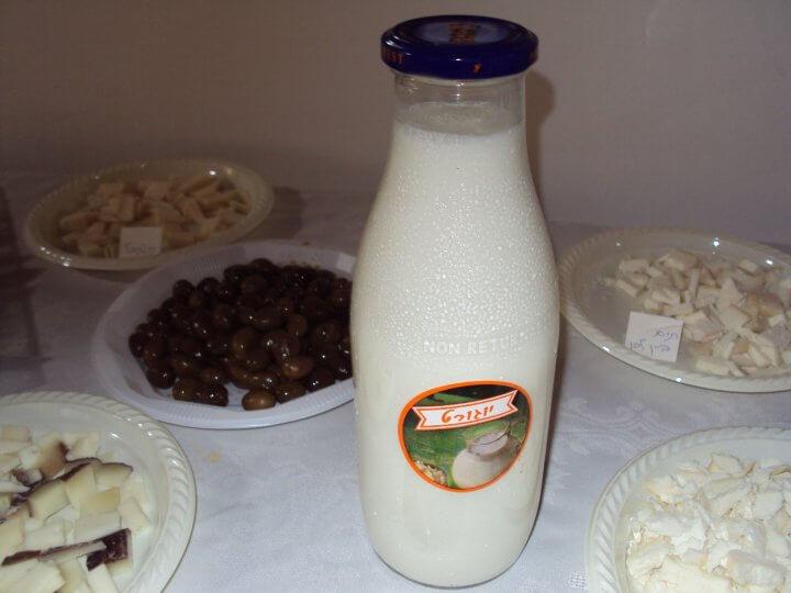 חמש יתרונות של חלב עיזים טרי