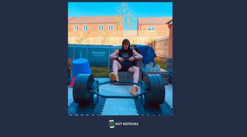 20210803 - Campeón olímpica entrenando en una pileta de lona