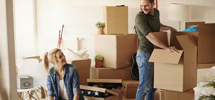 Надо ли перевозить свои вещи при переезде за границу.