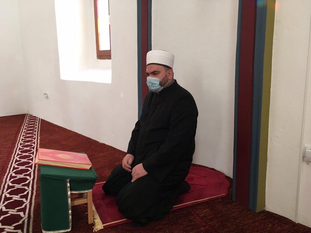 Abdul Aziz Nuspahic est imam à Bihac. Il a déjà enterré plusieurs migrants dans le cimetière de la ville. Crédit : InfoMigrants.