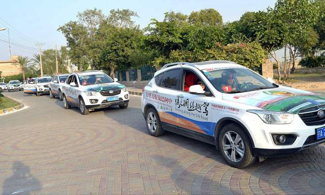 APP56-19 MULTAN: October 19 - Participants of Pak-China Friendship Car Rally reached at Historical Fort Shah Rukne Alam. APP photo by GM Kashif