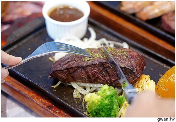 20201110144720 30 - 熱血採訪|台中霸氣牛排館,排餐最低290元起,滿滿牛肉塊羅宋湯免費喝到飽!