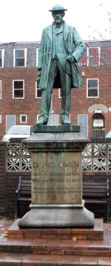 1200px-Daniel_Owen