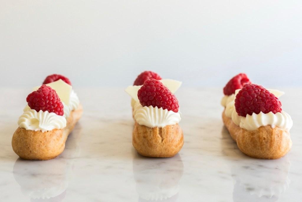 Éclairs met witte chocolade en framboos - Gwenn's Bakery