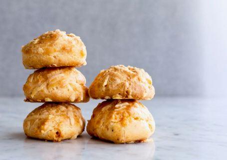 Kaassoesjes (Gougères) - Gwenn's Bakery