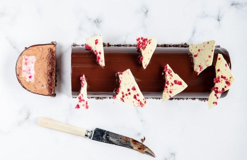 Kerstbûche met chocolade en framboos - Gwenn's Bakery