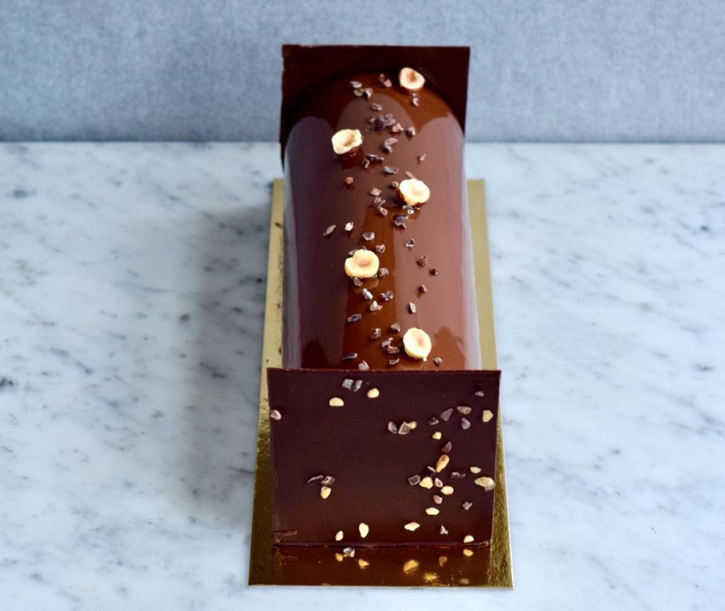 Kerstbûche met hazelnoot en chocolade - Gwenn's Bakery
