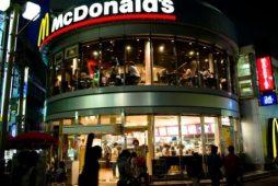 Mcdonald's_in_Machida_at_night_wikimedia