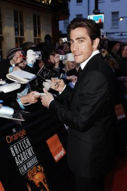 citation-reader-and-previous-bafta-winner,-jake-gyllenhaal,-signs-autographs-(pic-richard-kendal)0001