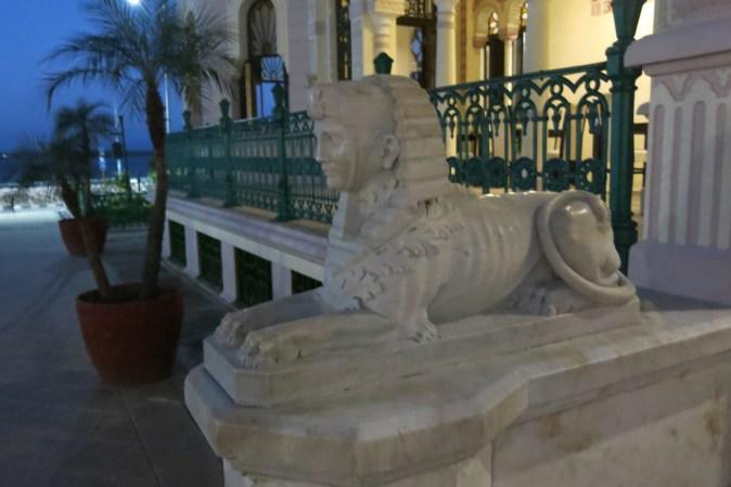 lejon vid ingången
